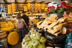 gouda-kaaswinkeltje-cheese-shop_-holland-netherlands-bike-boat-tour-flnorionakayama