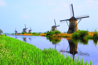 TulipTime_HOL_Kinderkijk_windmills_ss_197888846_gallery